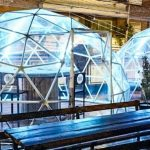 Un bar burbuja que parece un igloo