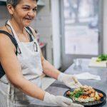 El restaurant que contrataba solo a cocineras jubiladas y tuvo que reinventarse por la pandemia
