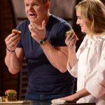 El chef Gordon Ramsay discutió en vivo con una vegana y la provocó comiéndose una hamburguesa delante de ella