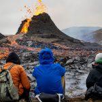 Salchichas y malvaviscos, los ingredientes elegidos para una comida al pie de un volcán