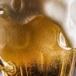 Regalan una cerveza a los que ya se dieron la vacuna: la promo que genera opiniones diversas
