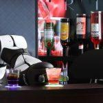 Robot bartender, el dispositivo que es capaz de preparar café, tragos y hasta contar chistes