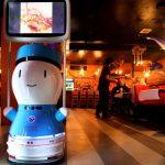 Un restaurant tuvo que contratar robots ante la falta de personal gastronómico