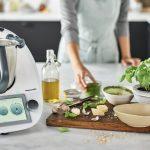El robot que revolucionó la cocina cumple 50 años: la historia detrás del utensilio que cambió la manera de comer