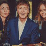 Paul McCartney lanza el libro de recetas de su esposa Linda de la mano de sus hijas