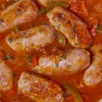 Chorizos a la pomarola, un clásico que fue sinónimo de comida de cancha y que se resiste a desaparecer