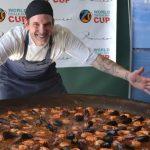 Mundial de paella: el cocinero argentino que busca meterse entre los finalistas