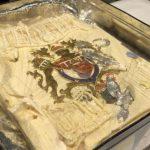 Subastan una porción de la torta de casamiento de Lady Di y el Príncipe Carlos que se guardó intacta en un freezer durante 40 años