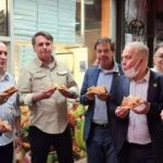 Jair Bolsonaro tuvo que comer pizza en la vereda en Nueva York por no estar vacunado