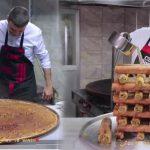 Burak Özdemir, el cocinero turco que se convirtió en influencer con platos gigantes y una mirada única