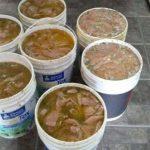 Clausuraron una carnicería que guardaba las milanesas de pollo en baldes de pintura